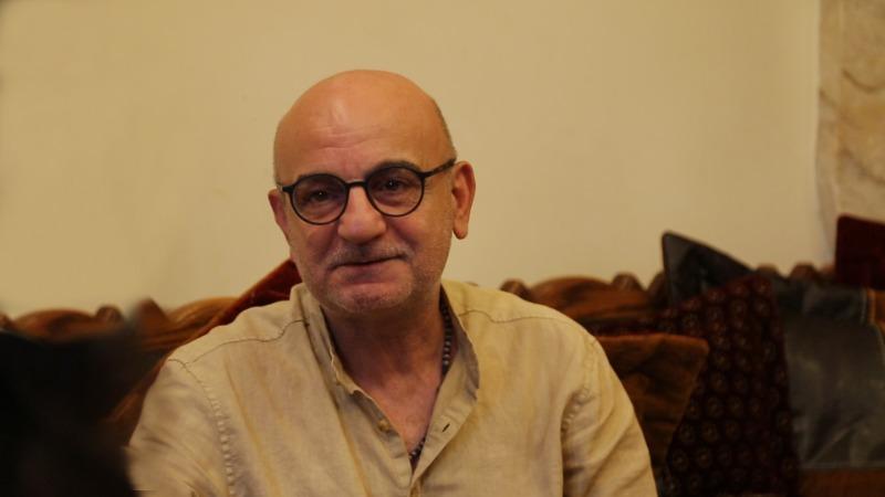 """للأسف لبنان حلو وبس... ريمون صليبا لـ""""جزين تحكي"""": خلونا بهالبلد تتضلكن تقبضوا"""