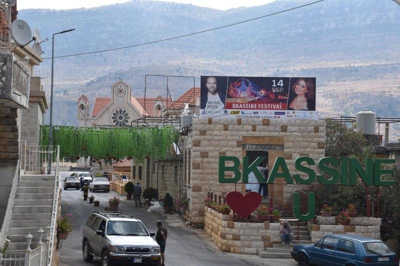 """شباب بكاسين يدعون أهالي المنطقة... في """"جولة العيد"""""""
