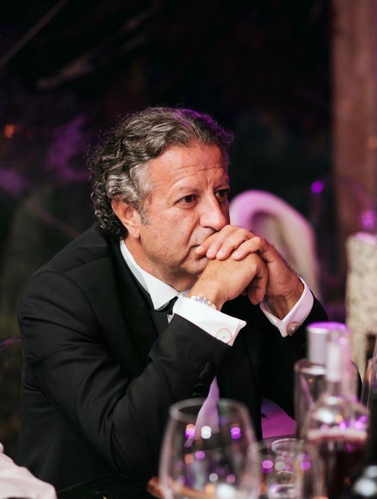 (بالصور) سمير عون يدعم قائد الجيش... واللي مش سامع يسمع