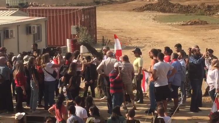 (بالفيديو) اخترقوا الحاجز الأمني وباتوا في وسط المرج... بسري