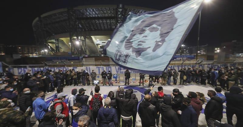 نابولي تطلق اسم مارادونا على ملعب سان باولو