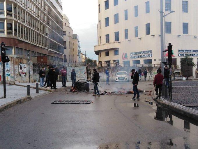 قطع الطريق عند ساحة رياض الصلح وسط بيروت