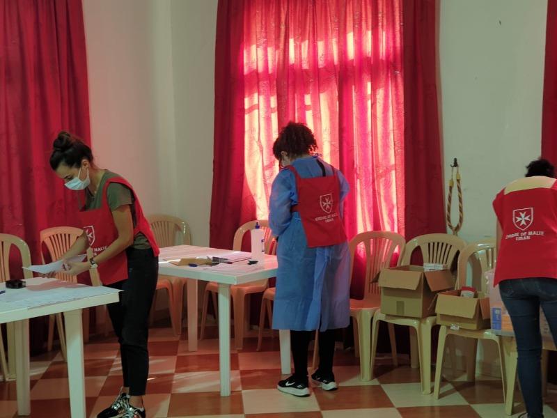 خدمات طبية وأدوية مجانية مع المستوصف النقال من منظمة مالطا في لبعا